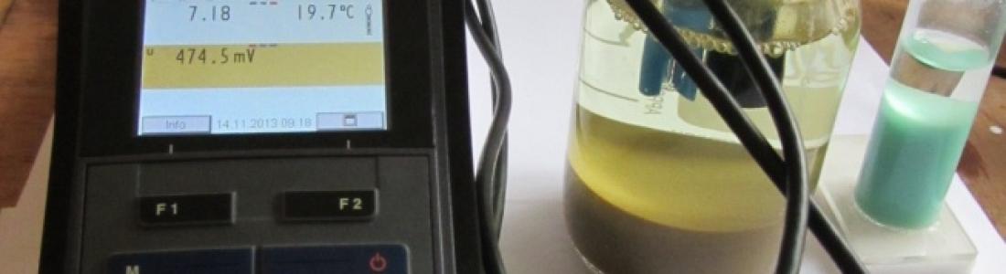 El valor del pH en aguas muy puras.